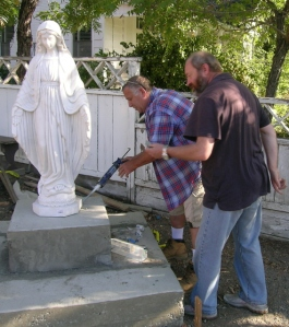 Fr Andrew and Ron Squaglia seal the statue